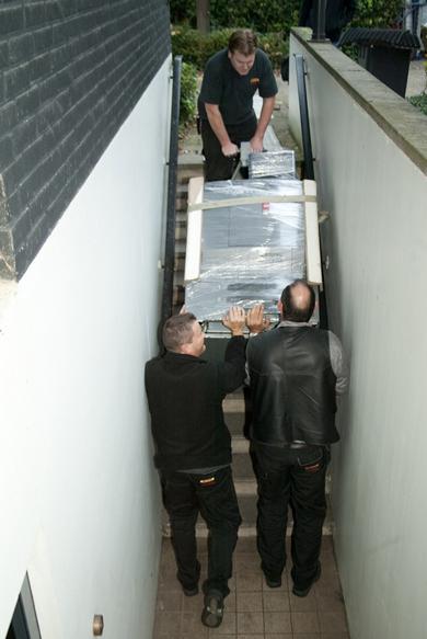 via de trap naar beneden