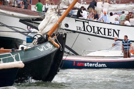Sail Amsterdam 2010 - druk verkeer op het IJ