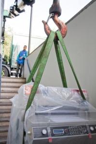 Takelen nieuwe snijmachine van Durmazon Rotterdam