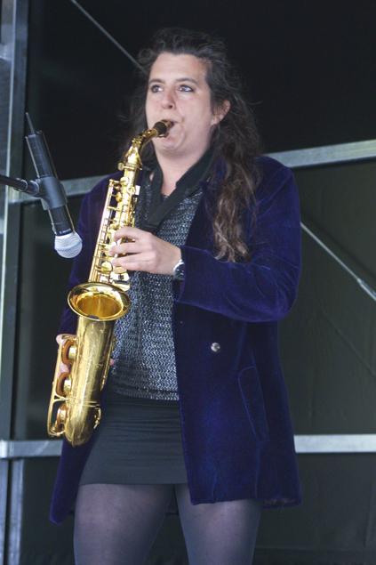 Yamila A. Bavio trad verschillende keren op met diverse instrumenten