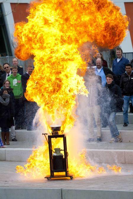 vlam in de pan, 15 meter hoog