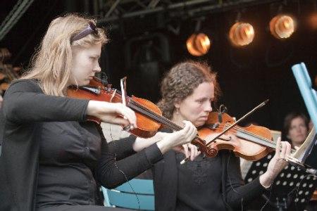 violisten van de Nieuwe Philharmonie Utrecht