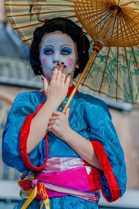 fotografie World Living Statues Festival 2014 - Arnhem - Kids - 'Crazy Geishas'